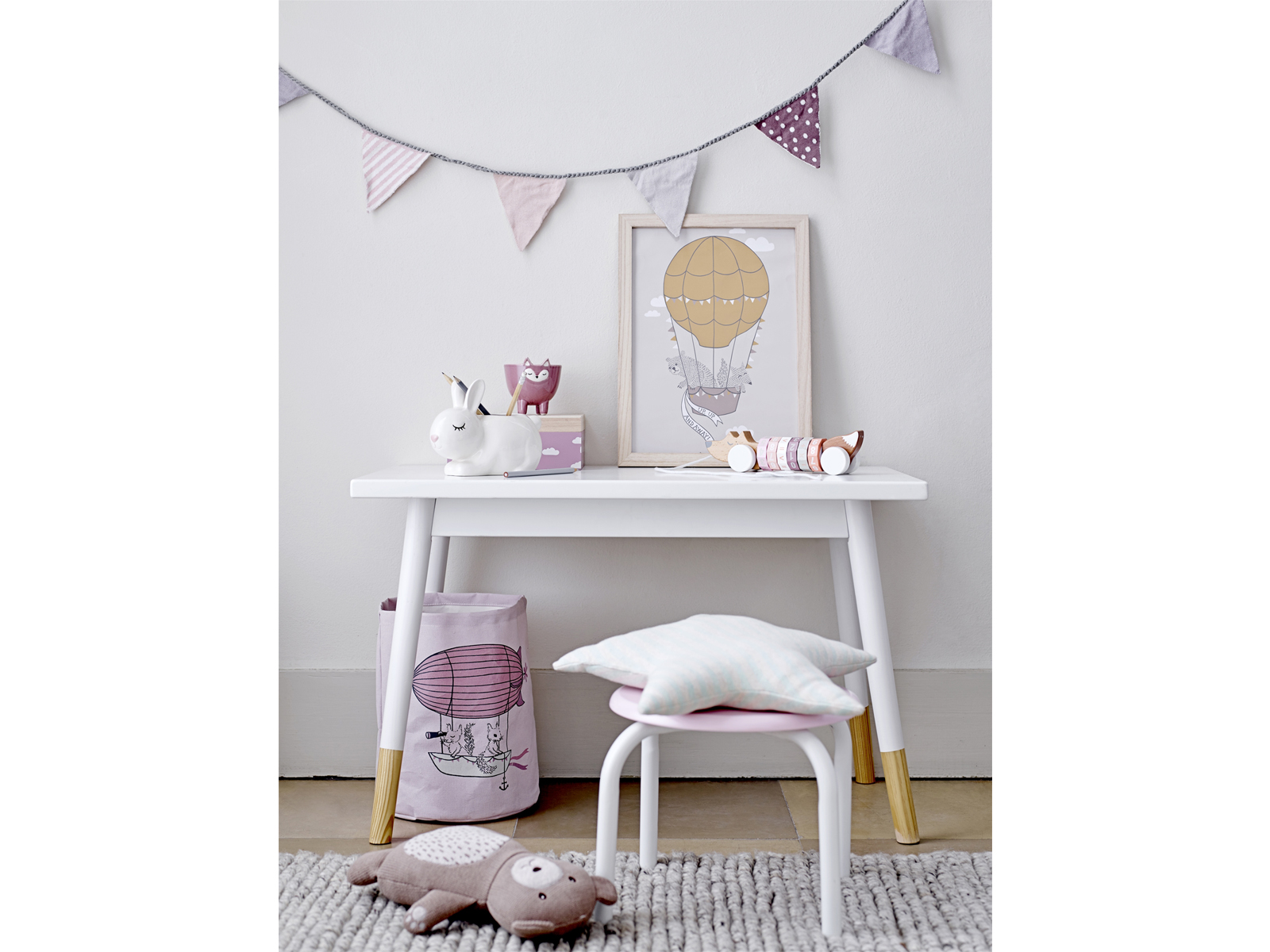 bloomingville kinderposter 40 x 30 cm fallschirm mit hase grau. Black Bedroom Furniture Sets. Home Design Ideas